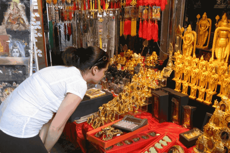 Handicrafts and Souvenirs Shopping in Kuala Lumpur